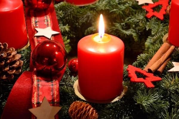 Advent, Advent ein Lichtlein brennt erst eins, dann zwei …